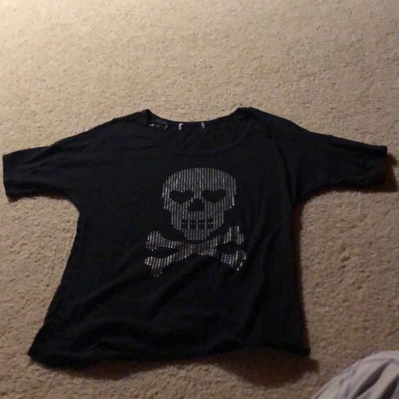 Hot Topic Tops - Skull t-shirt
